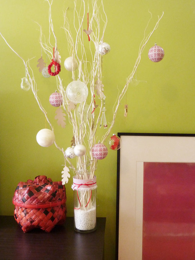 Christmas-tree-made-of-brances-with-colorful-balls_1