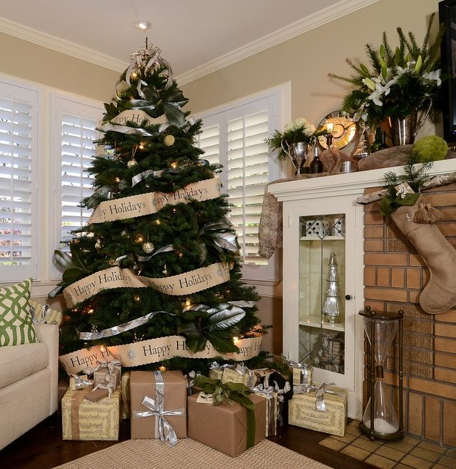 Christmas-tree-with-garlands-made-of-paper_1