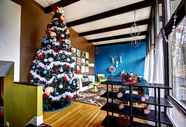 Colorful-Christmas-tree-inside-a-mid-century-modern-home_1