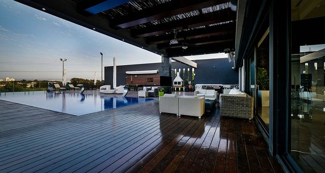 Expansive-wooden-deck-of-the-luxurious-penthouse-with-pool_1