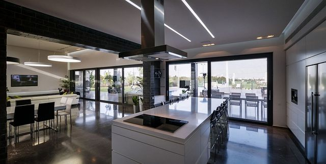 Gorgeous-kitchen-island-in-white-with-ample-seating-space_1