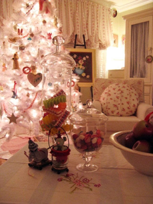 RMS_rosevinecottage-white-christmas-tree_s3x4.jpg.rend.hgtvcom.1280.1707_1
