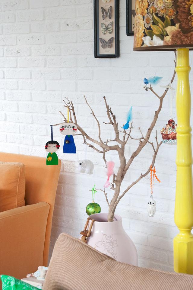 Simple-Christmas-tree-made-of-brances_1