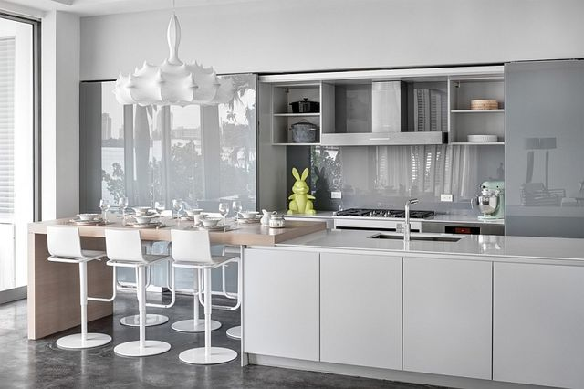 Sleek-contemporary-kitchen-in-white-and-gray_1