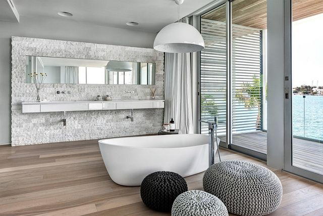 Soak-in-the-standalone-tub-as-you-enjoy-unabated-Bay-Views_1