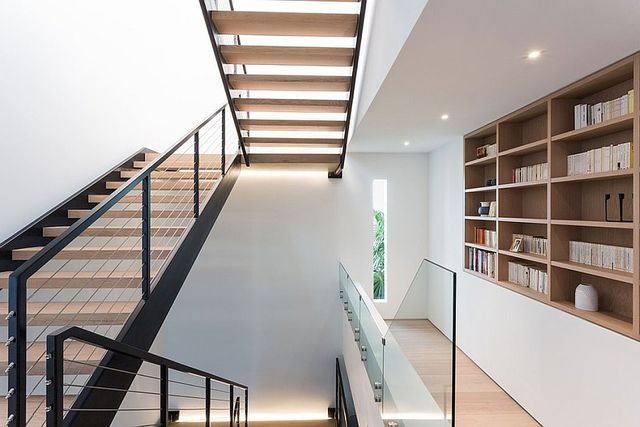 Staircase-in-steel-and-wood-connects-the-different-levels-of-the-posh-beach-house_1