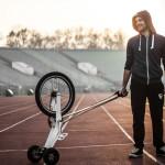 Компактный байк «Halfbike» от Kolelinia приносит радость городской мобильности