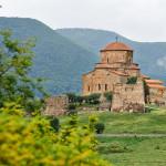 Дорогами Грузии: вера, вино и горы под чудесным южным солнцем